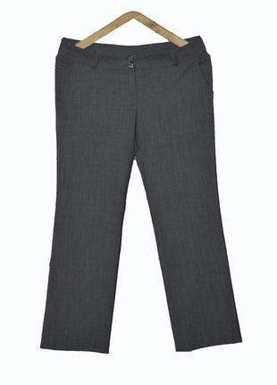 Серые брюки прямого кроя