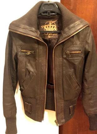 Продам кожаную коричневую куртку new look