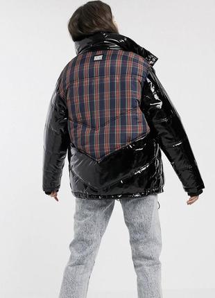 Лаковая куртка на синтепоне от бренда reclaimed vintage.