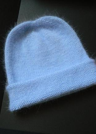 Вязаная тёплая шапка голубого цвета пух норки зимняя голубая пушистая шапочка