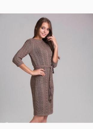 Теплое вязанное платье с поясом