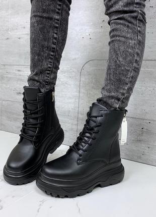 Зимние ботинки на платформе чёрного цвета,высокие ботинки на шнуровке