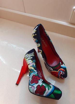 Шикарные туфли basic editions 35 размер внутри нат кожа