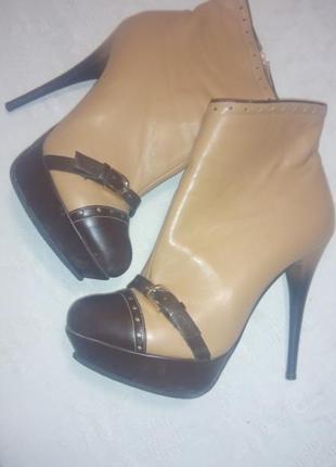 Демисезонные ботинки на шпильке