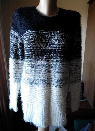 Очень красивый свитер 40-42 евро