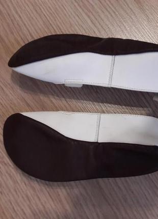 Красивые, легкие чешки кожаные белые: верх – кожа, подошва – кожа.4 фото