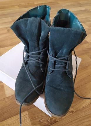 Замшевые ботинки цвета изумруд