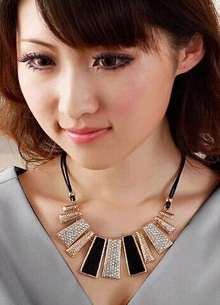 Ожерелье колье черно-золотое в камнях под вечернее платье