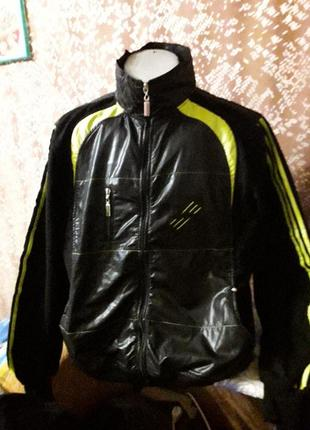 Спортивная фирменная курточка