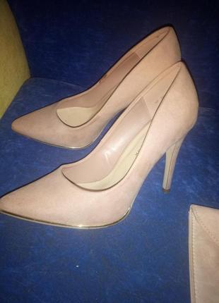 Стильные туфли.туфли на высоком каблуке.нарядные.розовые.под замш