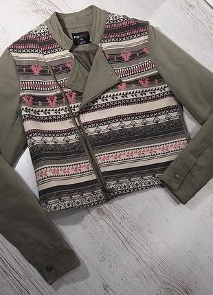 Коротка курточка (не утеплена)
