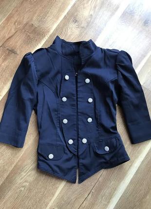 Пиджак в стиле милитари