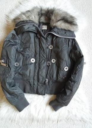 Укороченная  куртка с меховым  воротниким