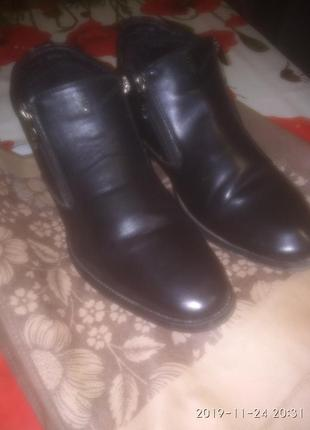 Мужские ботинки кожаные, одеты несколько раз