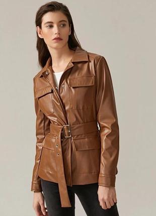 Куртка из искусственной кожи и поясом