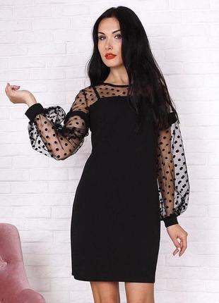 Нарядное чёрное платье.