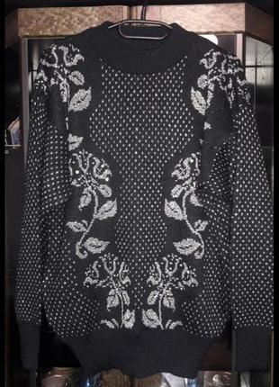 Новый свитер  черный с серебром.