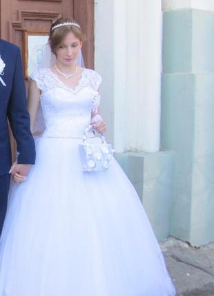 Весільна красива сукня