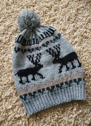 Теплая шапка с оленями