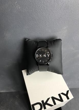 Женские часы с ремешком из натуральной кожи
