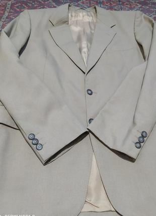 Бежевый пиджак жакет на двух пуговицах