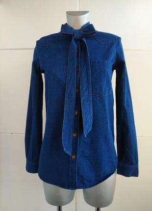 Джинсовая рубашка zara с асимметричным низом, длинными рукавами и завязками