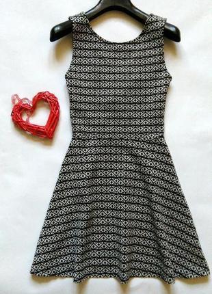 Демисезонное платье с красивой спинкой