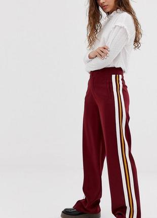 Как новые! стильные бордовые брюки с лампасами на низкий рост (бесплатная доставка)
