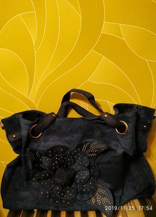 Джинсовая сумка с цветком.