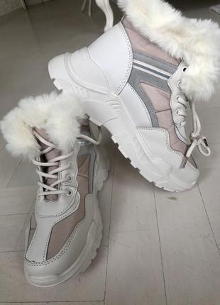 Ботиночки зимние , натуральный мех , белые, бежевые на шнурках 38