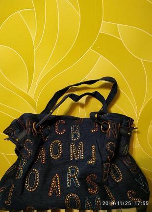 Джинсовая сумка со стразами и вышивкой.