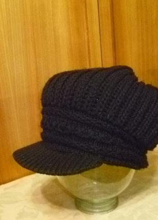 Зимняя вязаная шапка-берет-кепка gian с козырьком женская с бубоном