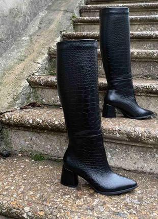 Шикарные сапоги трубы кожаные натуральные под кожу крокодила! каблук 6см