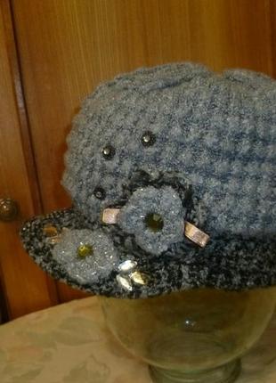 Симпатичный вязаный берет-кепка с козырьком,вышивка,стразы,осень-зима-весна шапка