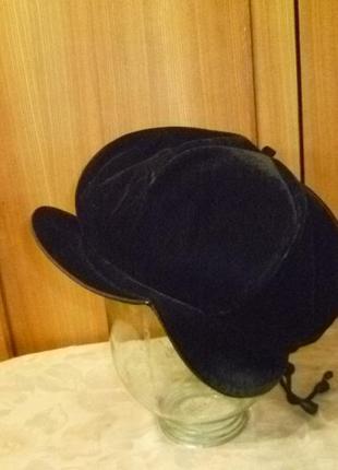 Зимний велюровый берет-шапка-кепка с козырьком на меху женский