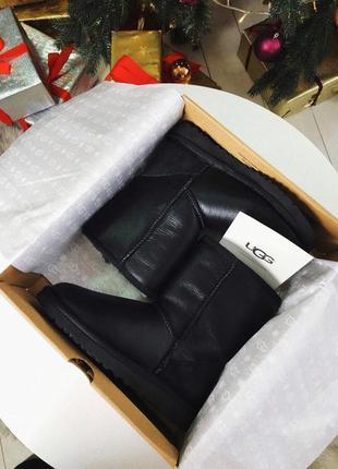 Ugg classic short ii black leather натуральные женские зимние сапоги угги чёрные овчина