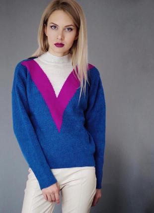 Крутой свитер шеврон