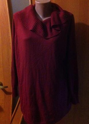 Красивый бордовый тонкий свитер с горловиной