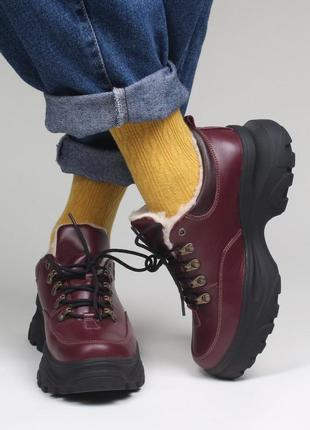 Яркие бордовые короткие зимние кожаные ботинки на платформе, кожа зима