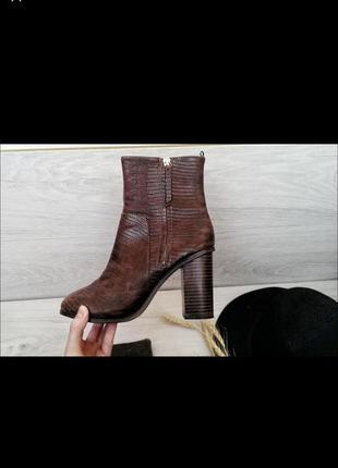 Ботильоны питон змеиный принт коричневые ботинки на каблуке