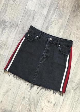 Актуальная юбка из плотного джинса с лампасами