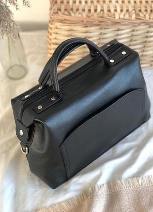 Большая черная сумка саквояж