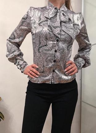 Блуза атласная, с бантом и узорами