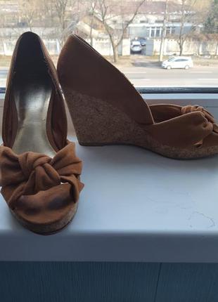 Удобные туфли на платформе