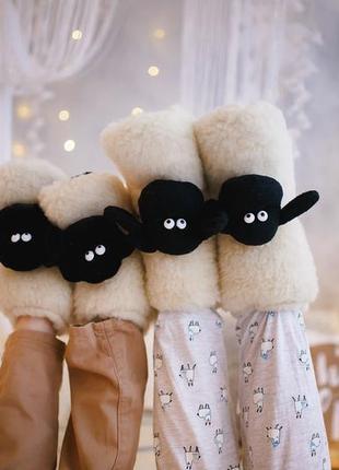Мягкие домашние тапочки для ребенка и взрослого. натуральная овчина. идея для подарка.