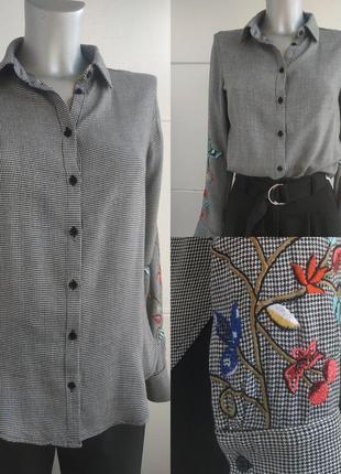 Стильная рубашка h&m в клетку с вышивкой красивых цветов