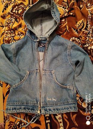 Классная джинсовая курточка на 3-4 года