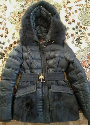 Зимняя куртка-пуховик c песцовым воротником
