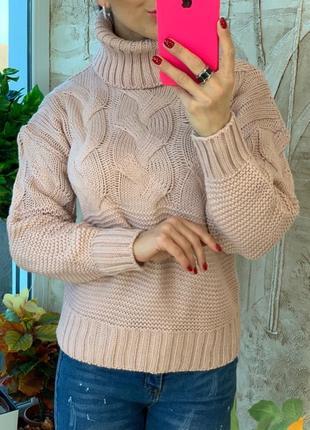 Пудровый теплый вязаный свитер