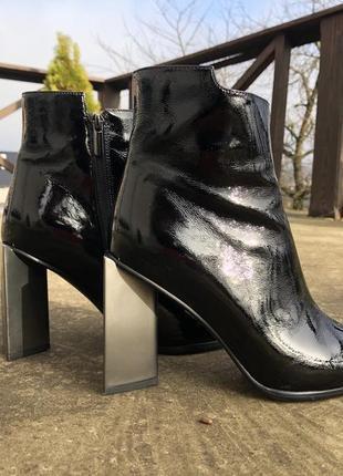 Нереально стильні лакові черевички